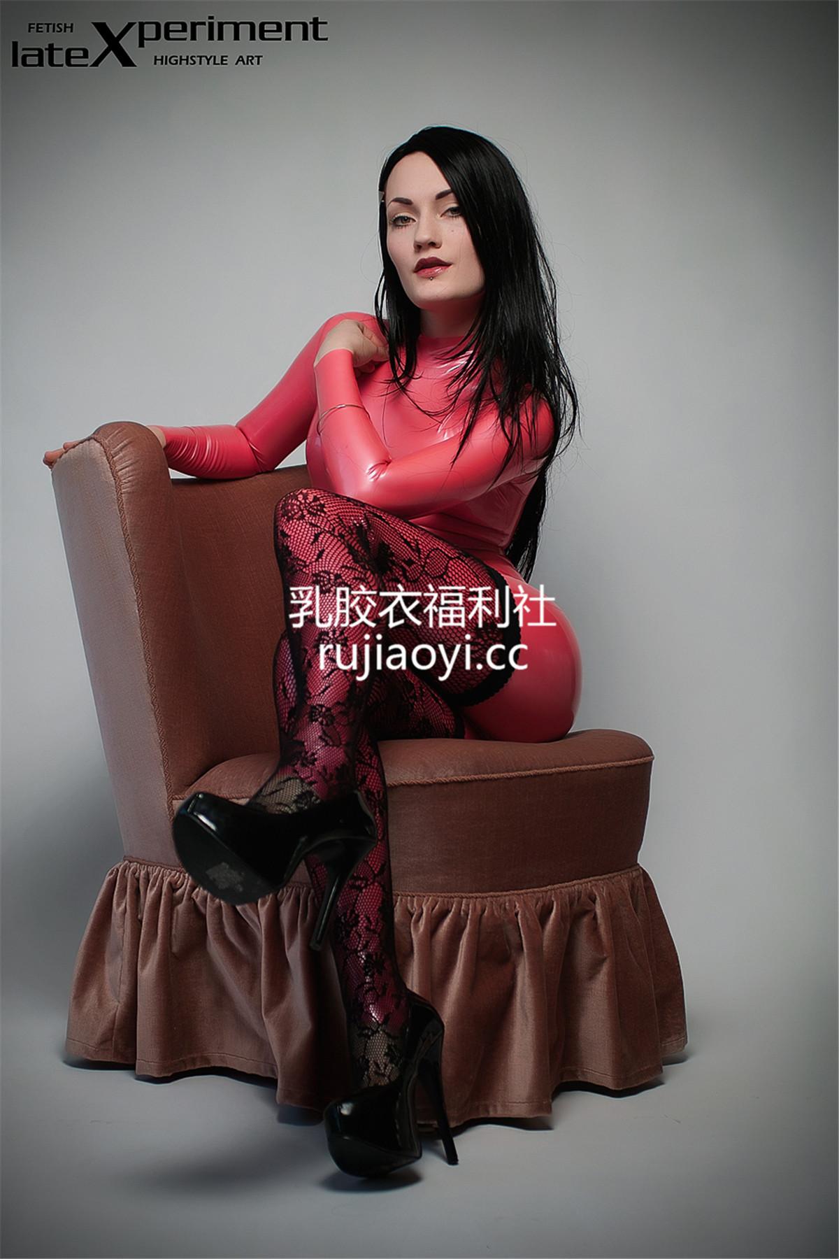 [LateXperiment] 粉红高跟网袜高挑嫩模乳胶衣诱人心魂