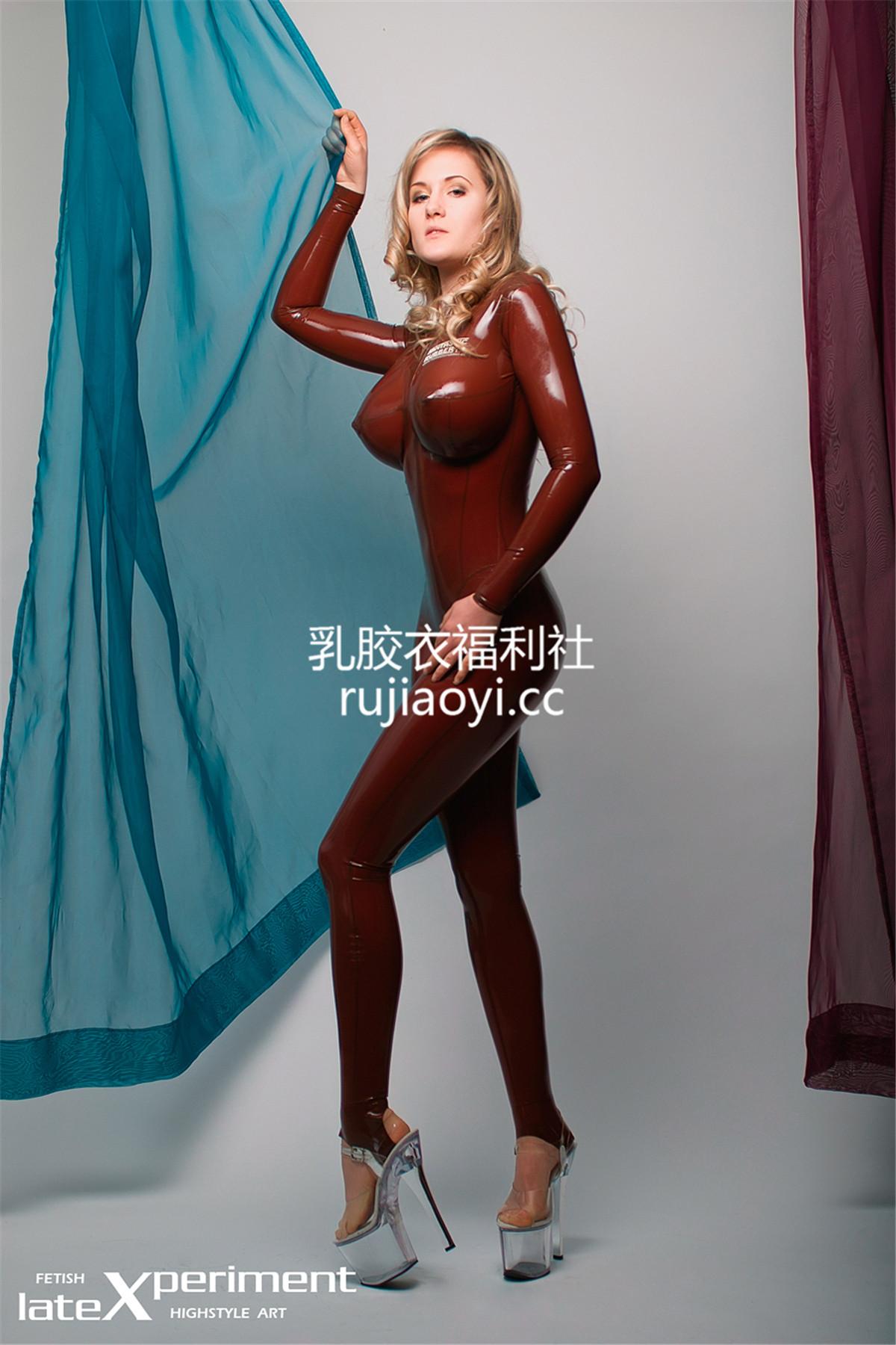 [LateXperiment] 性感乳胶衣美人高挑凸点搔首弄姿迷人有型