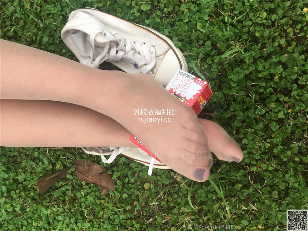 [纳丝摄影-独家资源] Vol.001 璐璐 萌妹子肉丝美腿诱惑 [82P/356M]