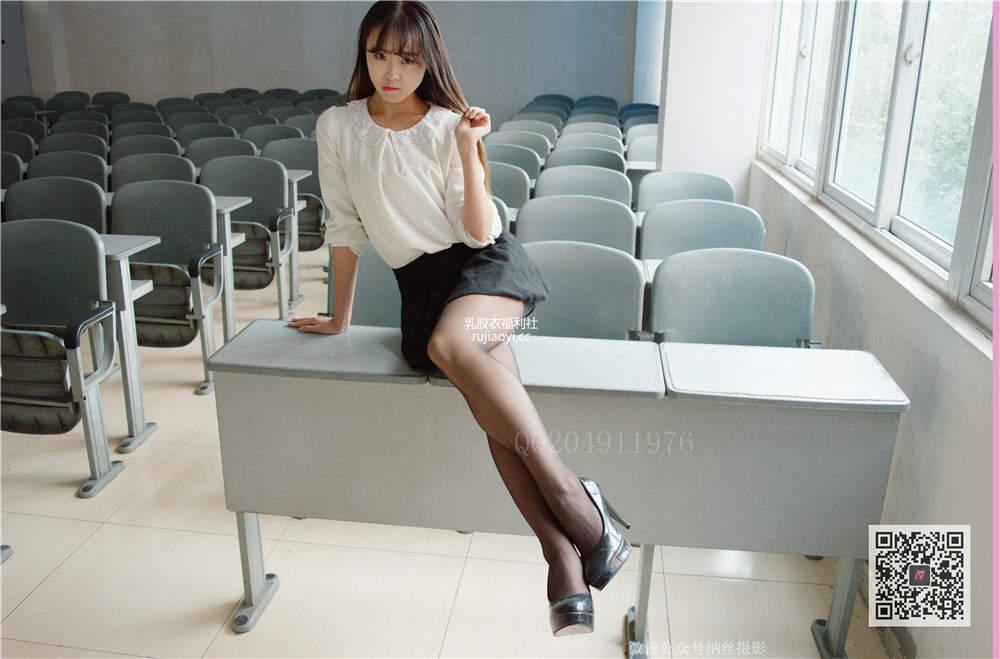 [纳丝摄影-独家资源] Vol.021 吴雪儿 清纯少女教室黑丝高跟鞋 [20P/154M]
