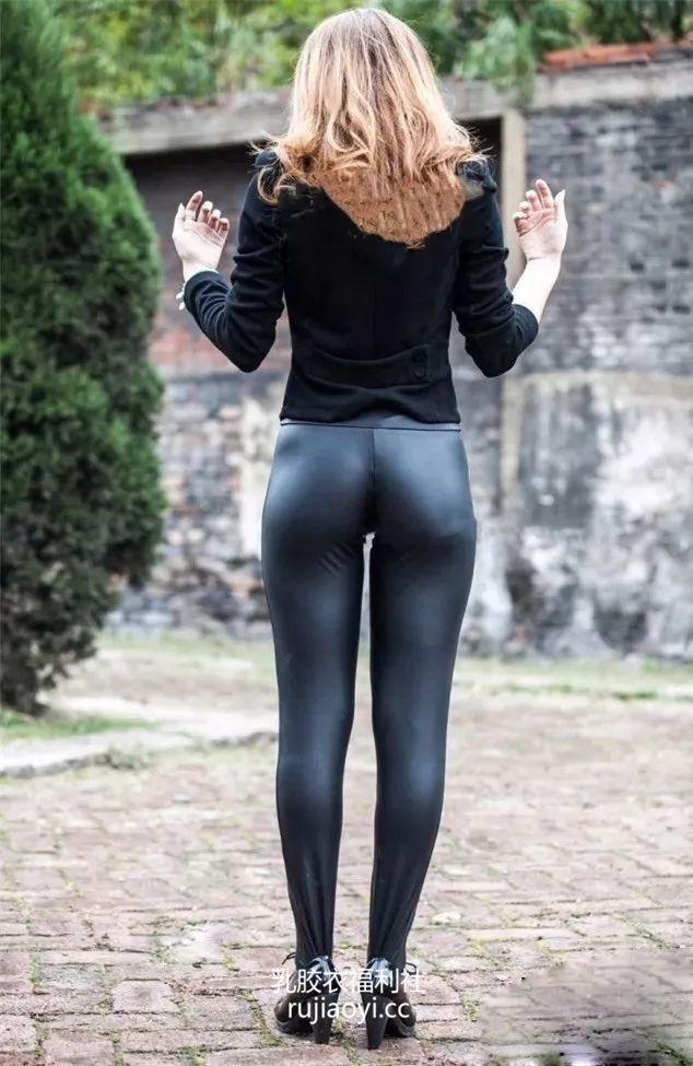 [免费资源] NO.008 工厂中的皮裤女孩