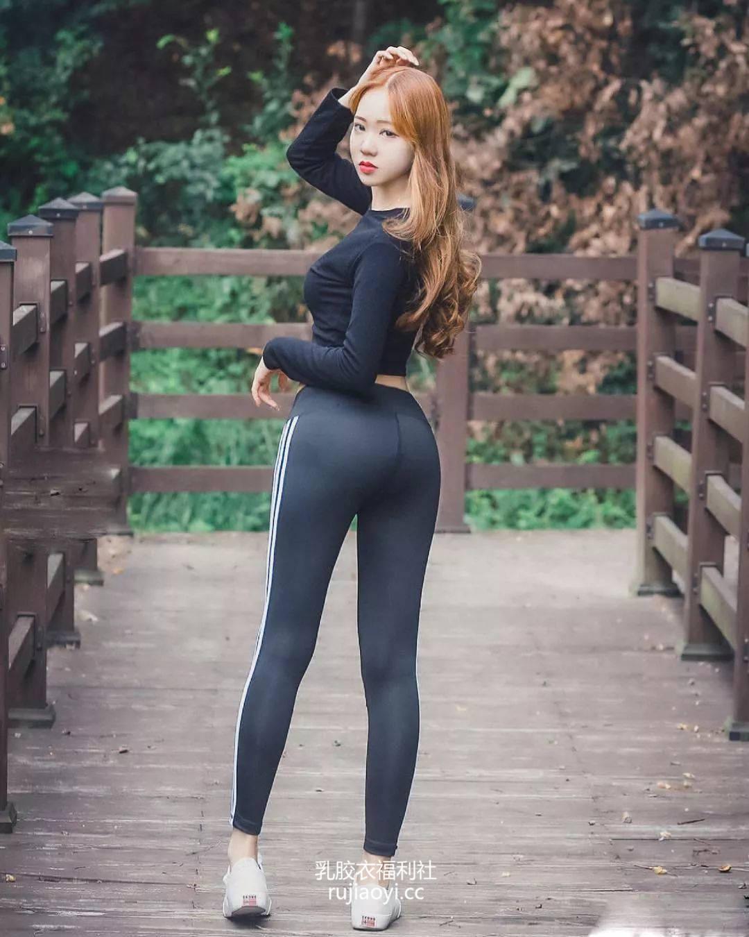 [免费资源] NO.009 黑色翘臀紧身裤