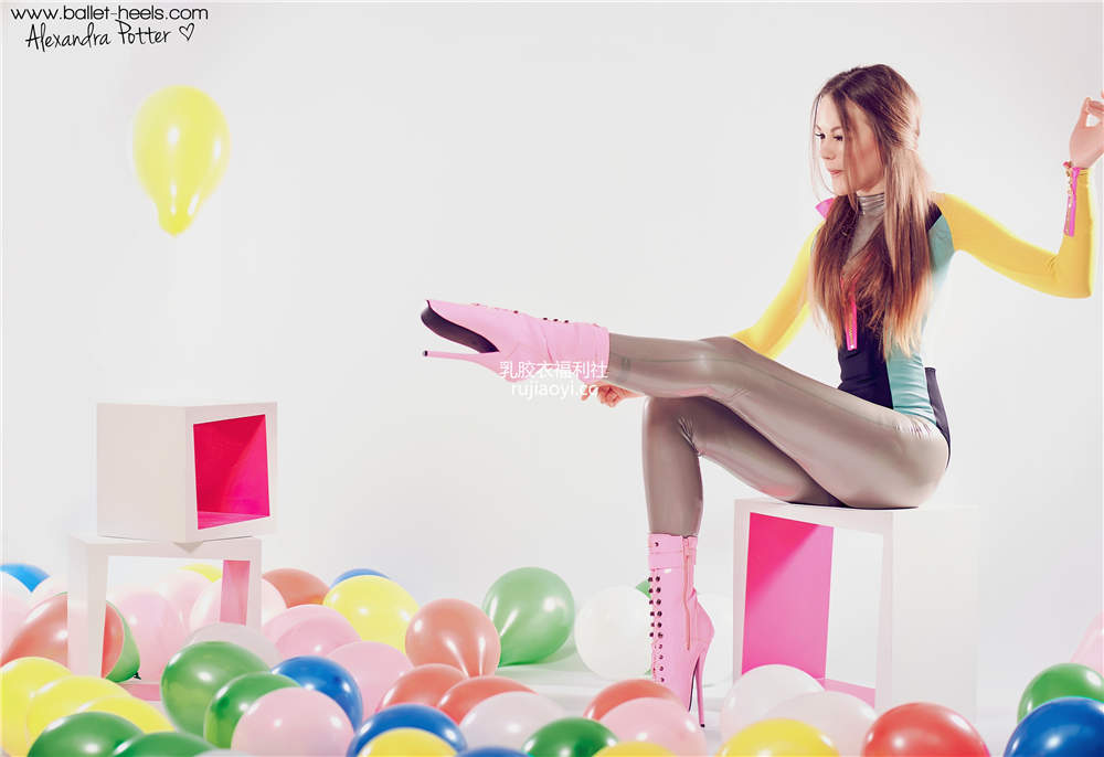 [Ballet-Heels] 靴子死库水连体乳胶衣丰乳肥臀懂球更懂你 [76P114M]
