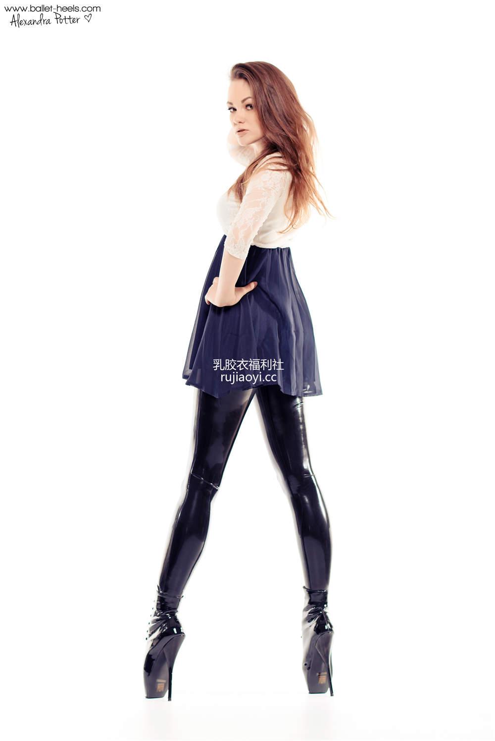 [Ballet-Heels] 乳胶皮裤勾勒完美身段 [57P61M]
