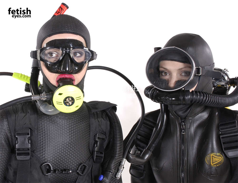 [FetishEyes] 双人乳胶重型潜水服 [30P/12M]