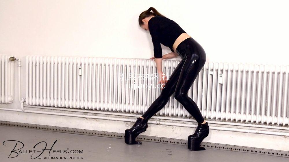 [永V专享-独家精品乳胶衣视频] 黑色乳胶皮裤舞蹈风情-1080P高清视频 [1V/317M]