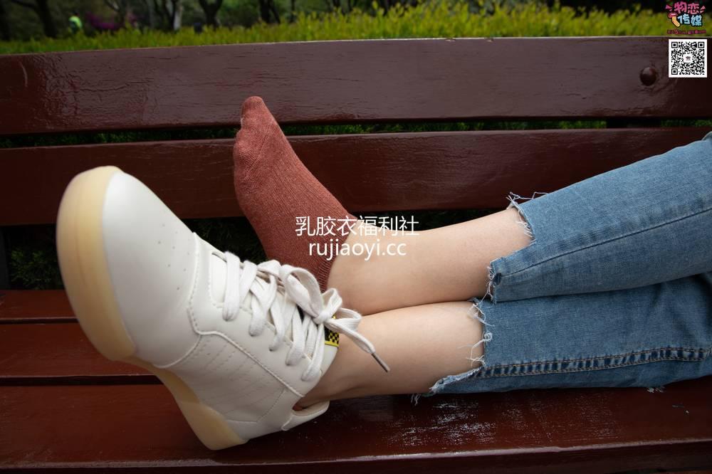 [物恋传媒] No.014 高冷风格的大一小姐姐哦,小白鞋搭配粉色船袜 [237P1V1.41G]