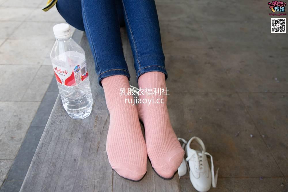 [物恋传媒] No.012 娇小型小萝莉哦,猜猜我多大呢,小白板鞋搭配粉色棉袜 [124P861M]