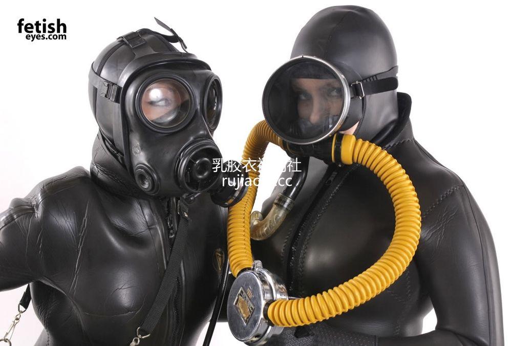 [FetishEyes] 两女重型乳胶面罩潜水服 [30P/3M]