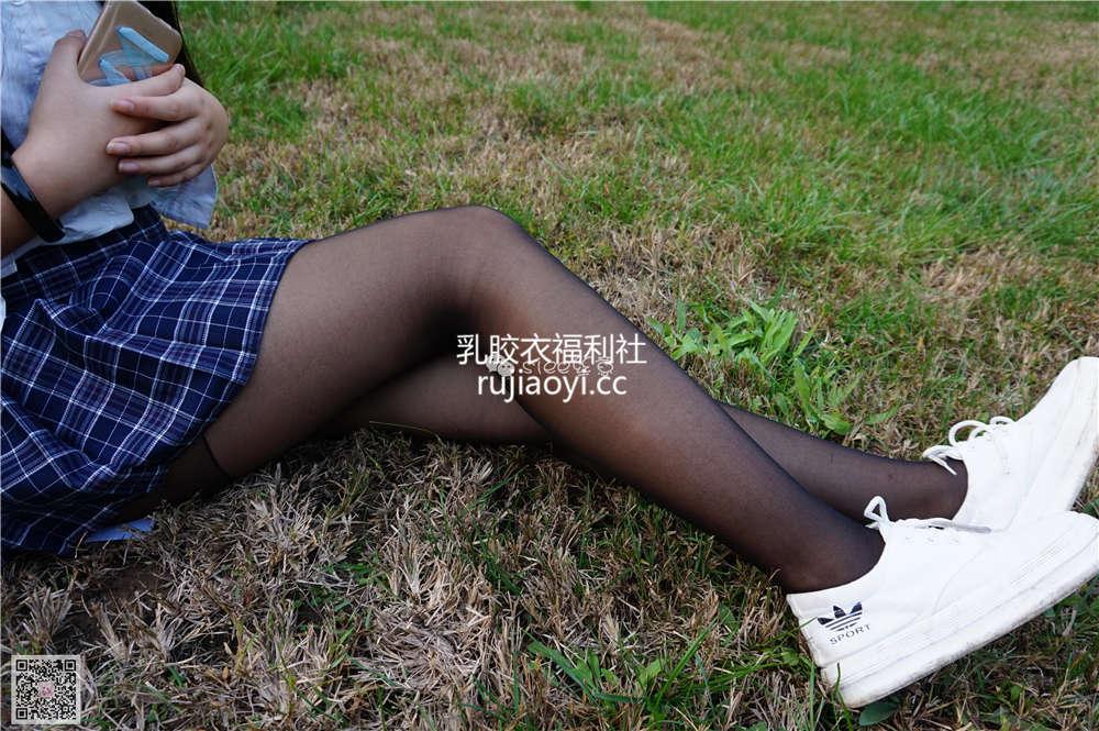 [SIEE丝意] NO.001 曦曦 草坪黑丝 [76P158MB]