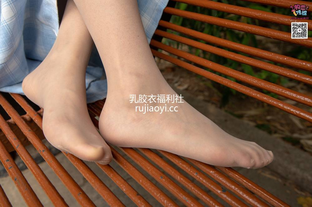 [物恋传媒] No.016 经典就是不需挑片。透明肉丝配清纯白棉袜 [300P1V1.79G]