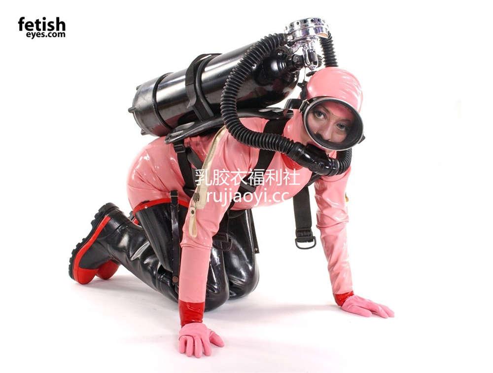 [FetishEyes] 粉色乳胶衣面罩皮裤引人遐想 [30P/2M]