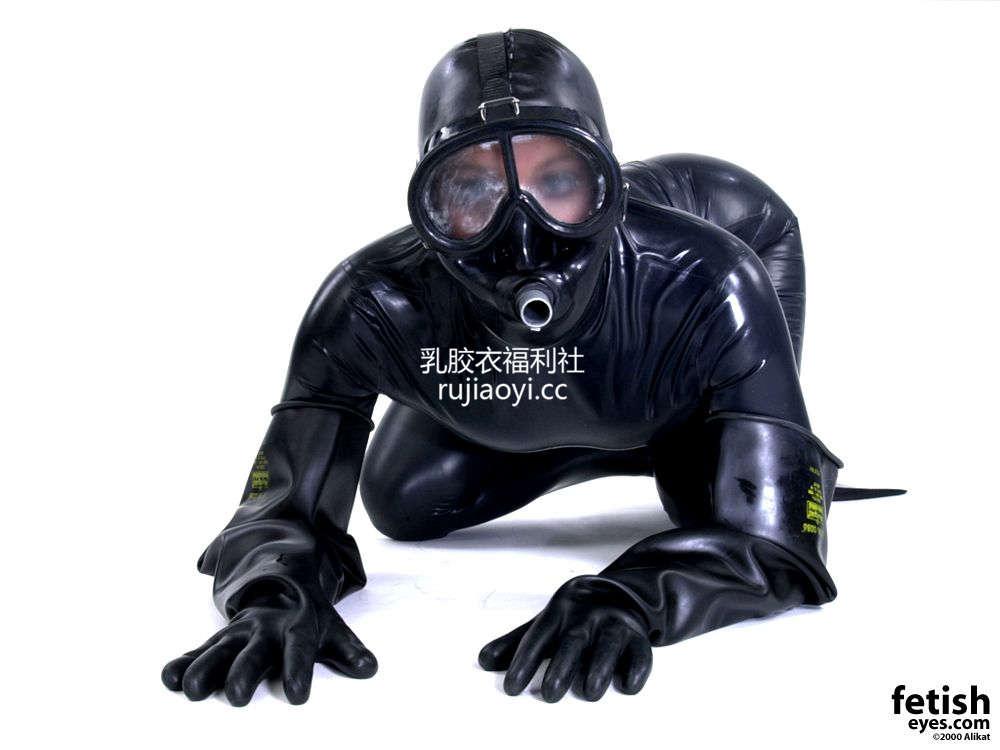 [FetishEyes] 全包头套紧身乳胶衣加窒息面具 [30P/2M]
