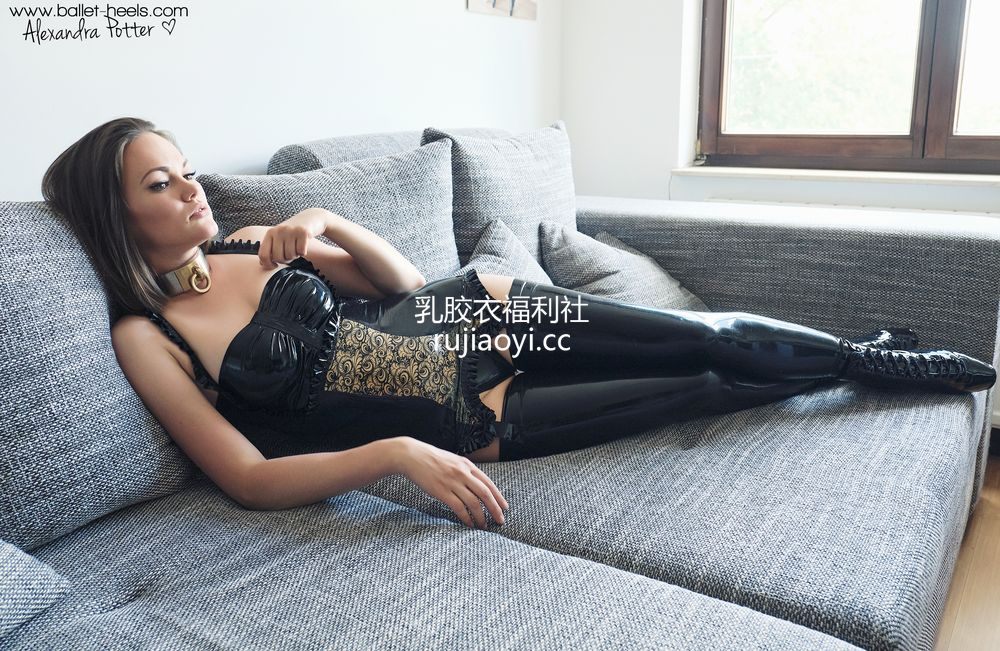 [Ballet-Heels] 少女乳胶吊带袜性感迷人 [100P365M]