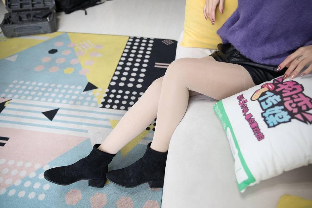 [物恋传媒] No.103 语梦-她和她的七彩梦境(黑色短靴、肉丝、白色棉袜、裸足) [159P1V3.09G]