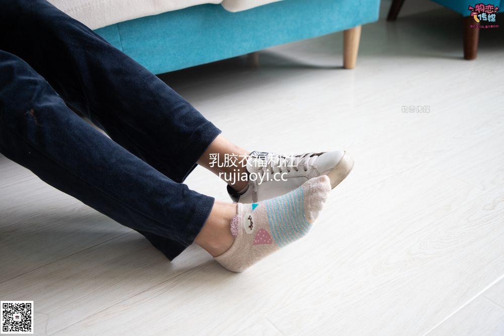 [物恋传媒] No.074 晚晴-169身高与35码脚丫的神奇搭配(棉袜、裸足) [152P1V1.08G]