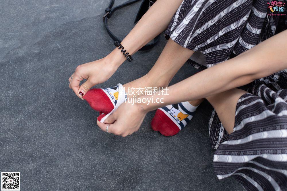 [物恋传媒] 048期:潮不潮,先看脚,潮妹驾驭袜子鞋,街拍也要不服输~可爱小棉袜 [149P1V1.05G]