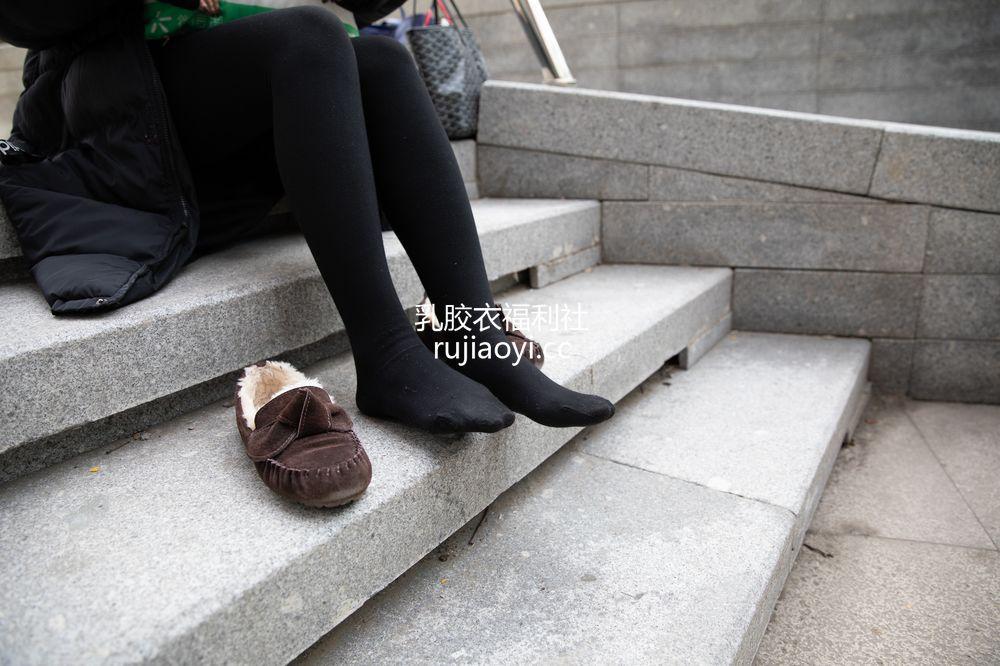 [物恋传媒] 094期:叶然-韩范妹子的ugg(黑色连裤袜、ugg) [99P1V1.07G]