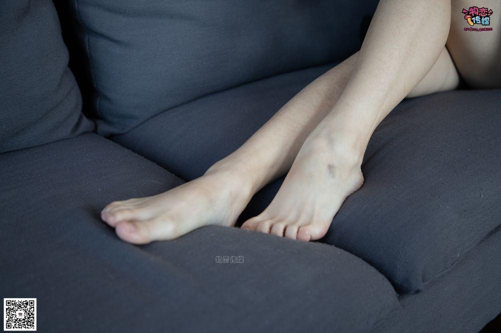 [物恋传媒] No.076 维维-沙发、可爱、灰丝与小皮鞋(皮鞋、灰丝、裸足) [99P1V810M]