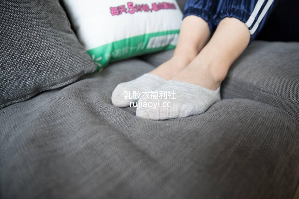 [物恋传媒] 130期:璐璐-花团锦簇帆布鞋之美(帆布鞋、粉红色棉袜、灰色船袜、裸足) [177P1V3.29G]