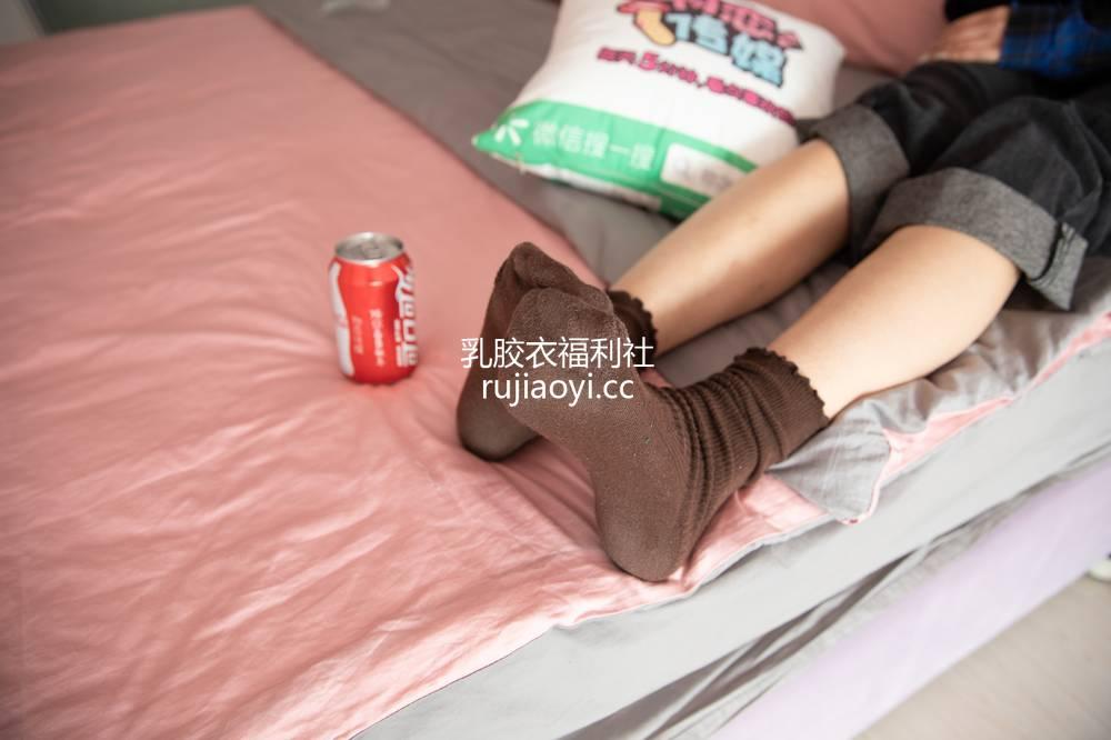 [物恋传媒] 126期:曼文-魔法少女的文艺范(棕色堆堆袜、淡紫色棉袜、裸足、板鞋) [162P1V1.51G]