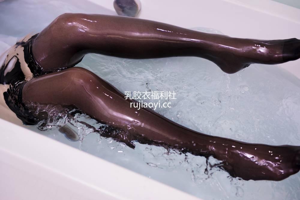 [网红杂图] 白神泱 - 浴缸 [13P8MB]