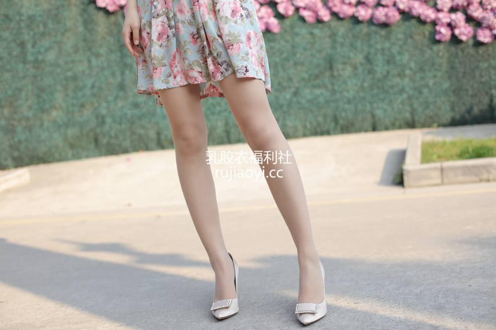 [奈丝写真] NO.076:高高-花朵儿吊带裙 [33P415MB]