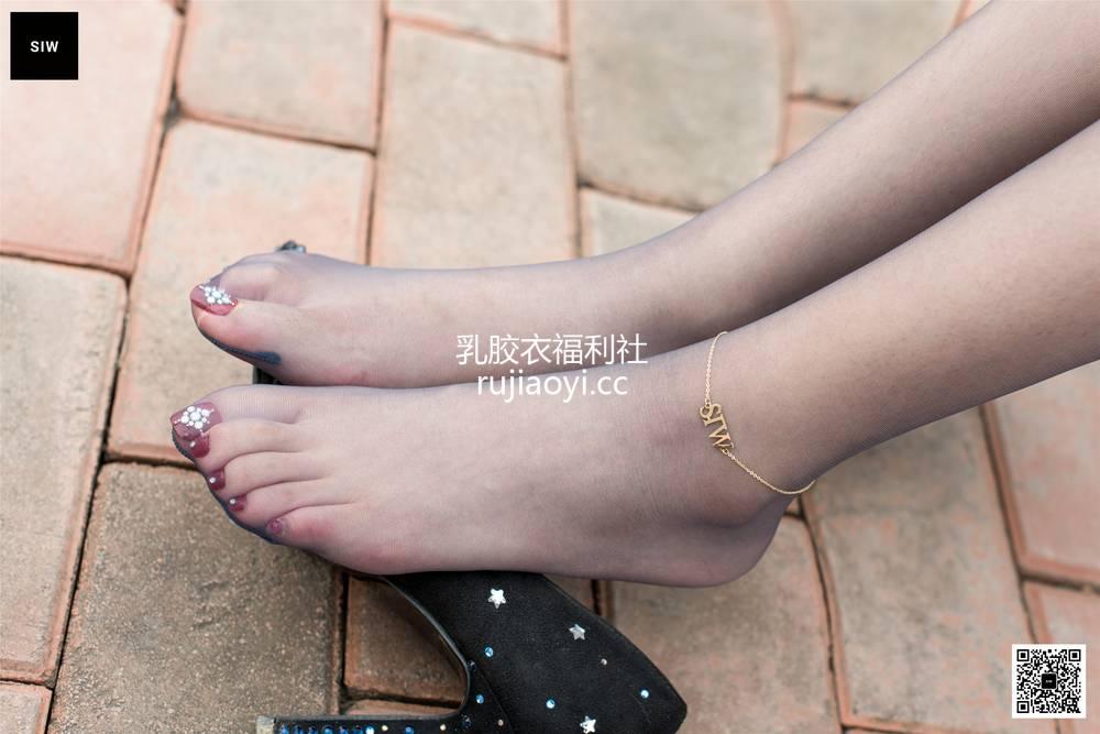 [SIW斯文传媒] VOL.049 江边女郎-甄珍 [60P158MB]