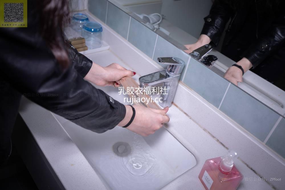 [山茶摄影Iss] NO.086 进门就把袜子脱了洗了 [89P374MB]