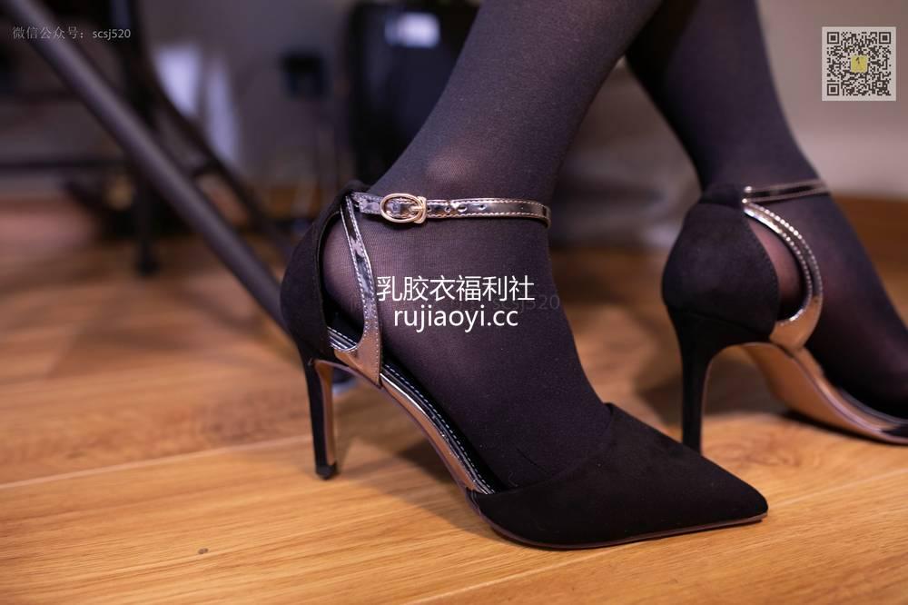 [山茶摄影Iss] NO.051 婷婷 穿厚丝袜来上班 [81P70M]