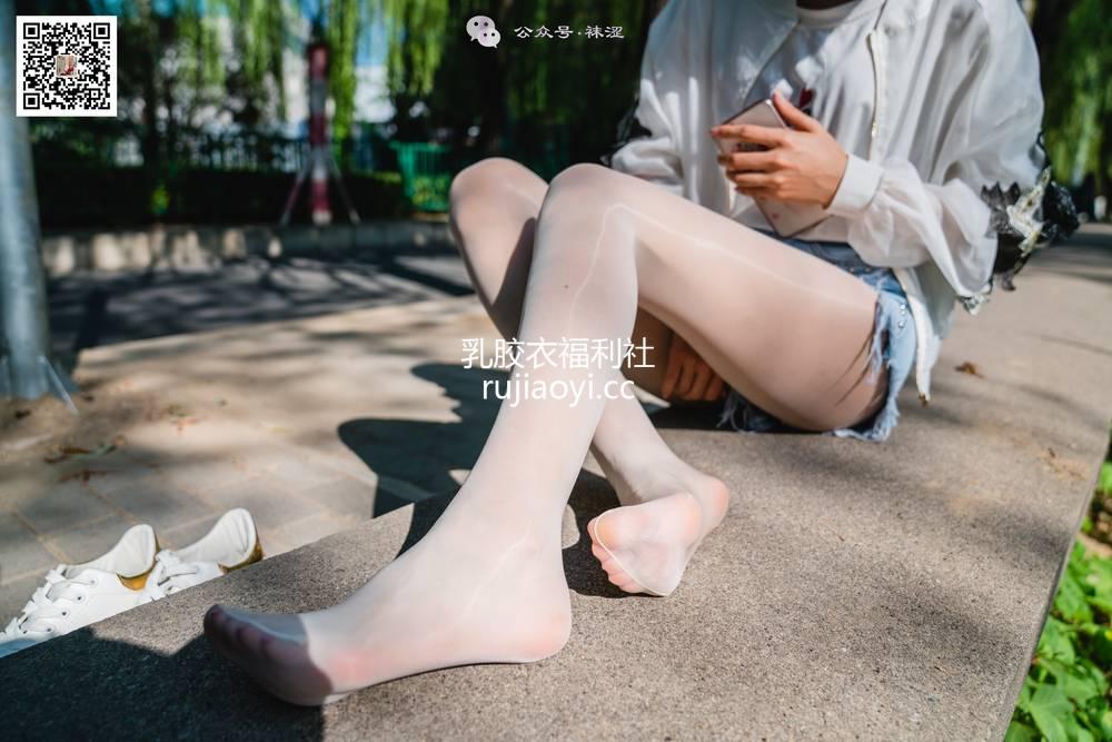 [袜涩] NO.060 当穿白丝的妹子遇到大叔 [68P1.31G]