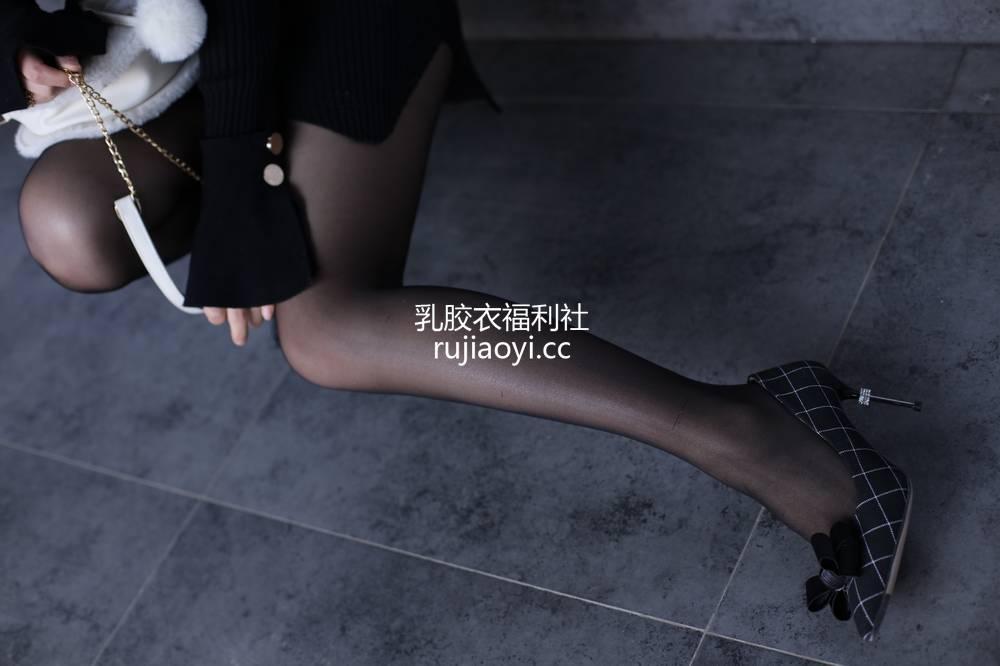 [奈丝写真] NO.065:高高-针织裙搭配黑丝 [36P357MB]