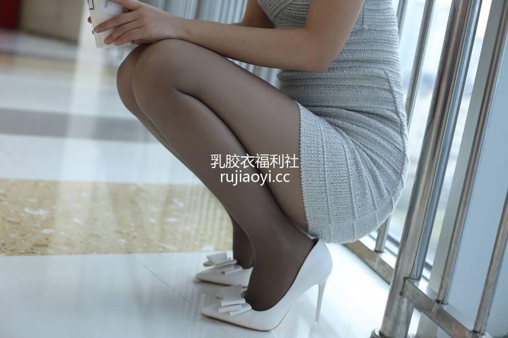 [奈丝写真] NO.040:高高-轻轻的尝一口,这香浓的诱惑 [40P444MB]