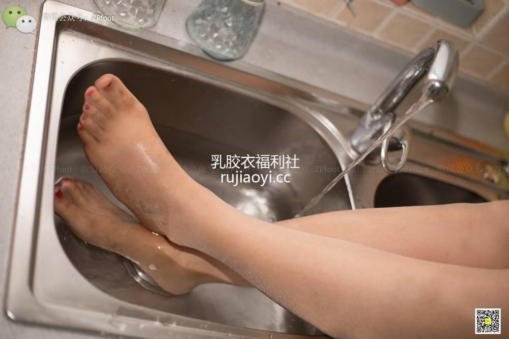 [山茶摄影Iss] NO.072 厨房洗丝脚 [99P197MB]