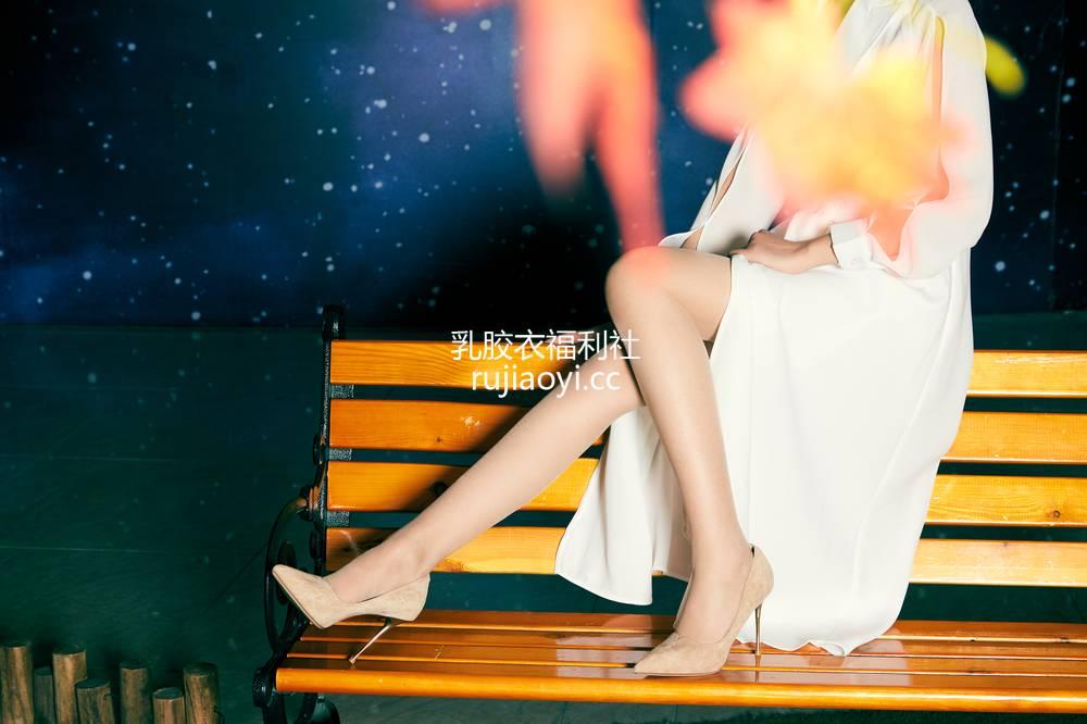 [奈丝写真] NO.067:晨静-这腿,又长又直 [32P375MB]