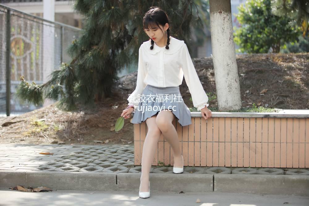 [奈丝写真] NO.072:小橙子-扎马尾辫 穿白褶裙 [39P312MB]