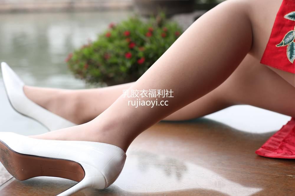[奈丝写真] NO.074:毛毛-旗袍+腿足的美 [39P161MB]