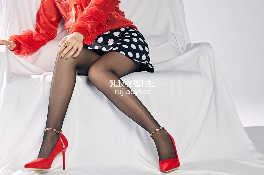 [奈丝写真] NO.041:露露-红色糖果系女孩 [36P299MB]