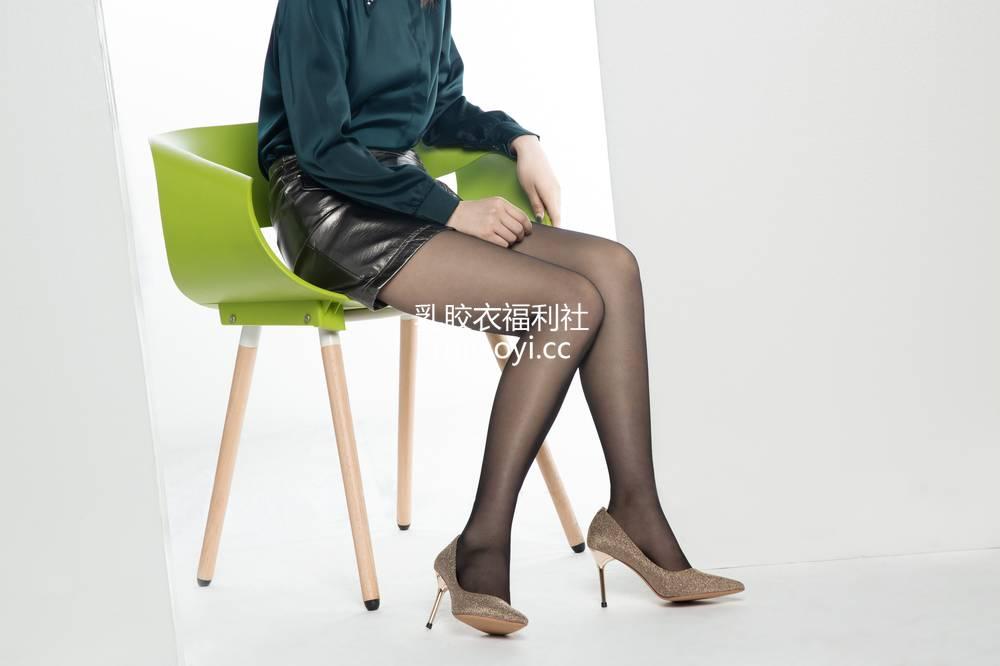 [奈丝写真] NO.073:露露-A字皮裙和黑丝 [32P211MB]