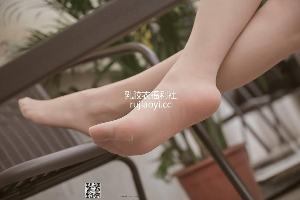 [SSA丝社] NO.099 腿模雪梨街拍短裙肉丝 [99P62M]