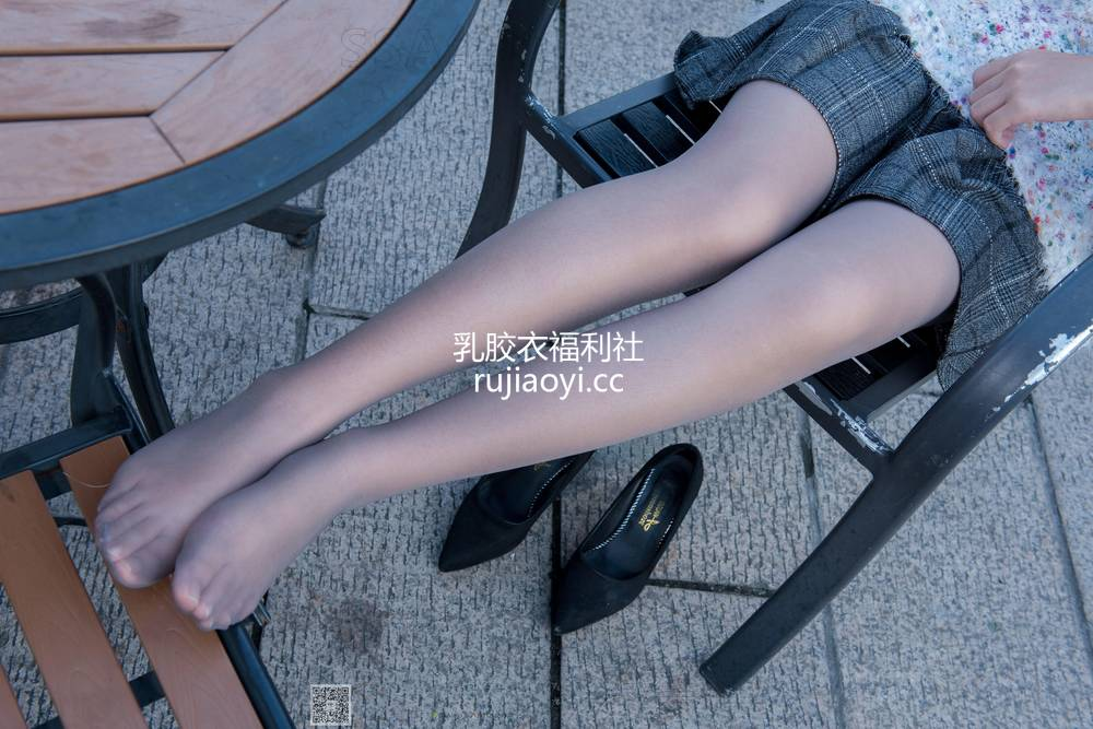 [SSA丝社] NO.062 西西-美丽冻人西西街拍灰丝 [99P182M]