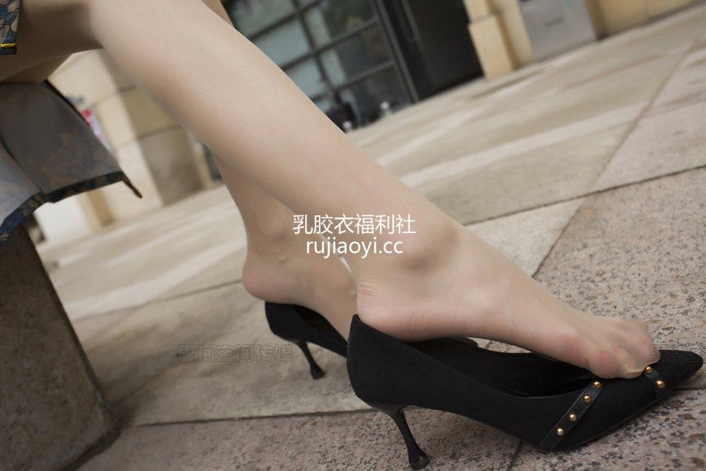 [SiHua丝话] NO.144 小俏 旗袍下的肉色丝袜 [52P80MB]