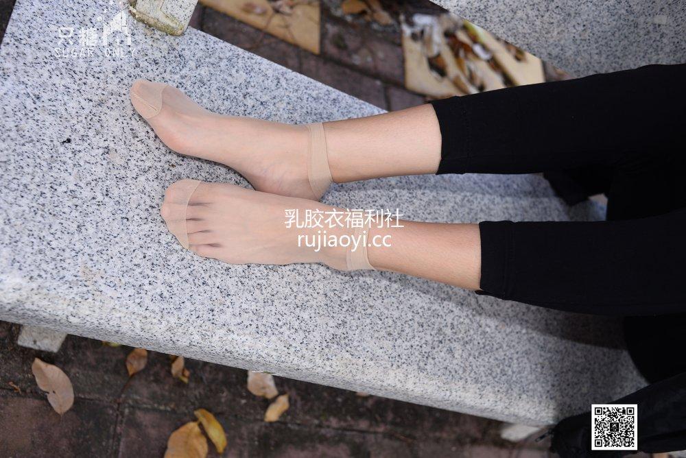 [只糖原创] NO.037 嘉琪 – 秋叶里的小白鞋 [209P662MB]