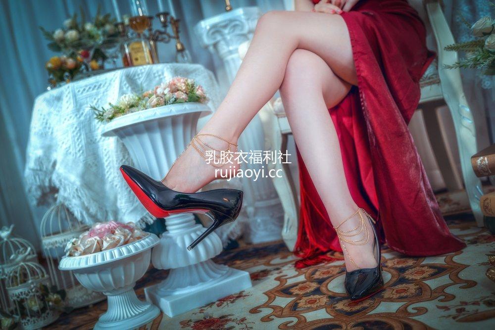 [网红杂图] 羊大真人 - 少女前线 OTs-14 晚宴的统治者 [16P204MB]