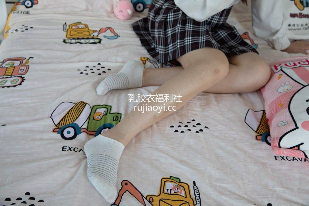 [物恋传媒] No.409 洋洋-格子与糖 [146P1V4.04GB]