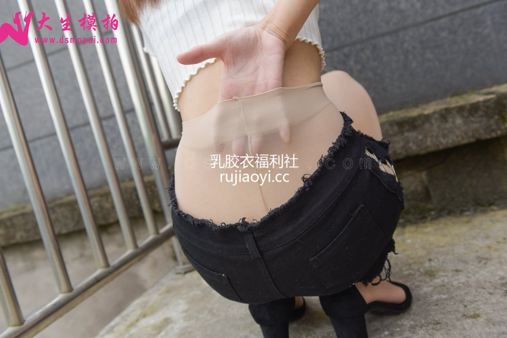 [大生模拍] No.192 诗雨 短裤里的无内丝 [51P1V651MB]