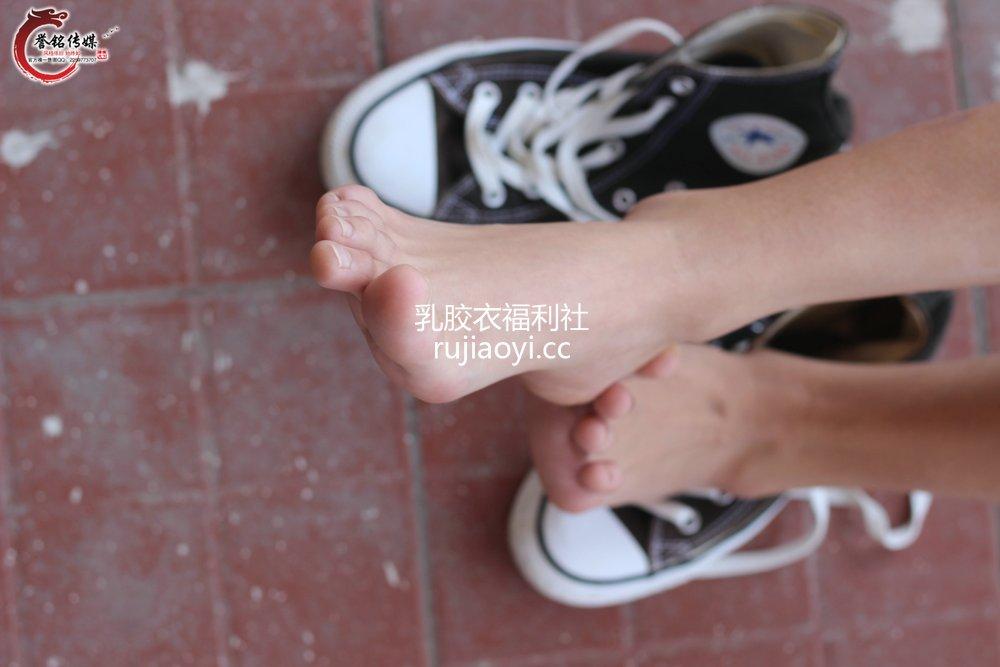 [誉铭传媒] 袜足摄影 《八十七》 [129P198MB]