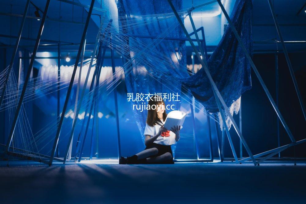 [网红杂图] Kitaro_绮太郎 - 十分之七的蓝 [25P68MB]
