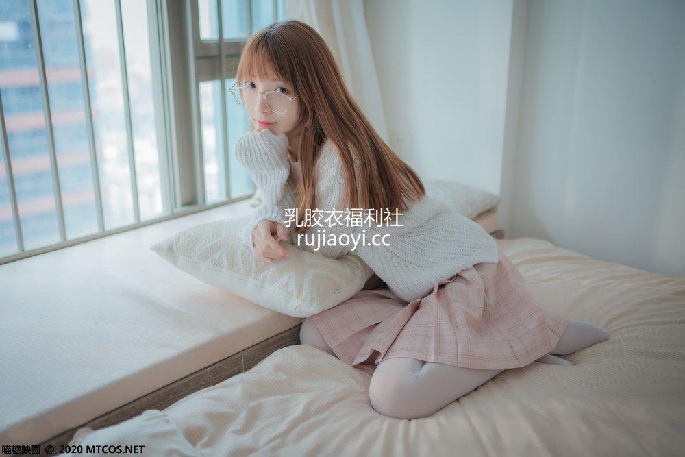 [网红杂图] 祖木子 - 粉格裙的眼睛娘 [44P414M]