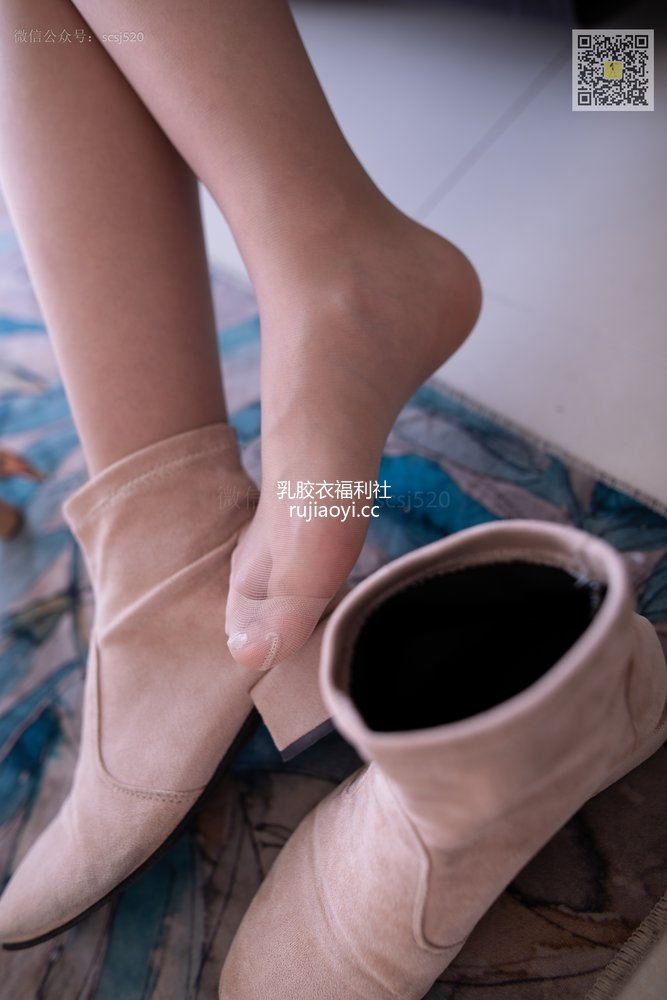 [山茶摄影Iss] NO.276 左左 自己穿丝袜来拍摄 [79P965MB]